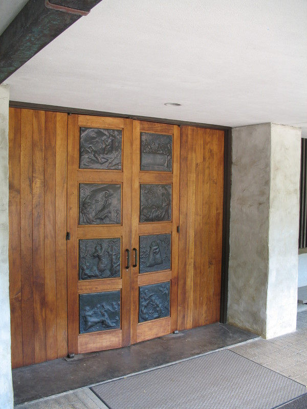 Thurston Chapel - ossipoff koa wood doors.JPG